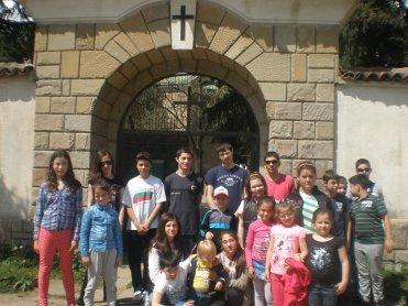 Пред дверите на Казанлъшкия манастир