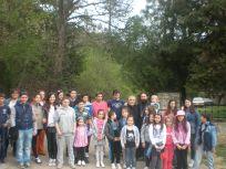 Децата от неделното училище със свещениците от нашия храм