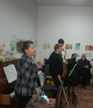 """Музикантите от трио """"Кантабиле""""(Красимира Генева-пиано, Ели Софтова-цигулка, Ива Томова-флейта)."""