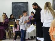 Председателят на храма дава грамоти и подаръци за всички