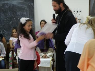 Децата с радост приемат похвалата за положения труд