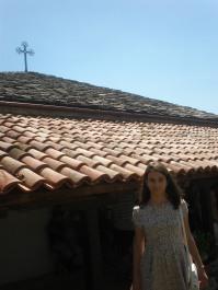 Православният кръст над храма