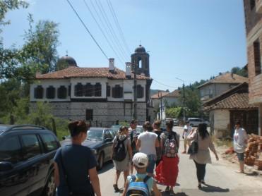 """По път към църквата """"Свети Георги"""""""