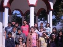 Децата от неделното училище с игуменката на манастира