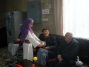 Самотните възрастните хора са радостни от срещата с децата