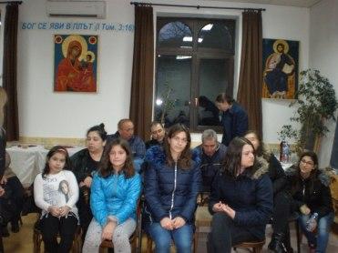 Децата от неделното училище са в очакване на празничния концерт.